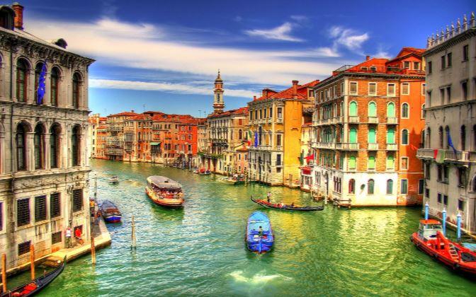 venezia canal boat