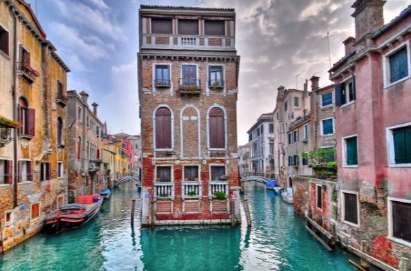 venezia canals and waterways floating city